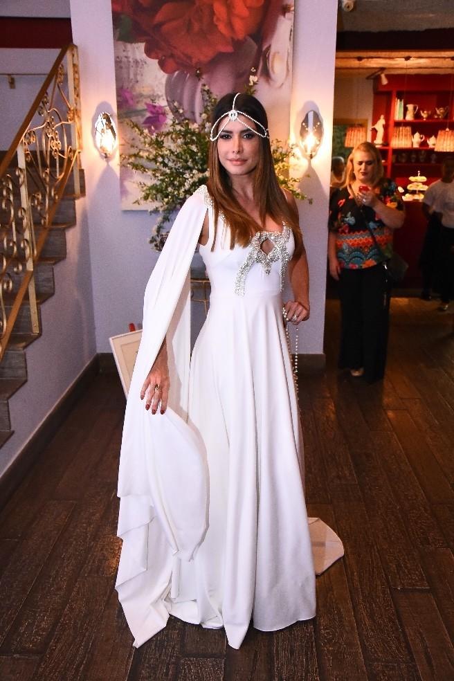 """84402777a Foi um momento que representou o casamento ainda não realizado. """"Ela se faz  de difícil"""", brincou ele. """"Mas com este vestido, eu caso!"""", declarou Suzy."""